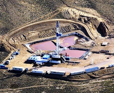 Drill rig in a natural gas field in Wyoming