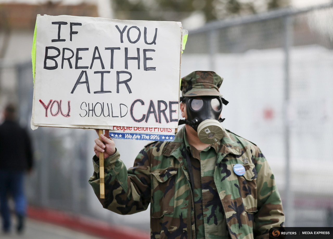 Brian Seligman protests the methane leak in the Porter Ranch neighborhood of Los Angeles