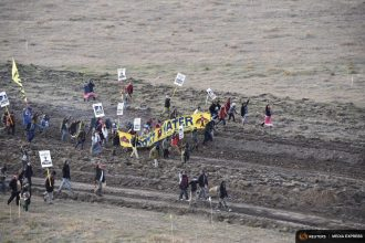 Dakota Access pipeline protesters clash with police