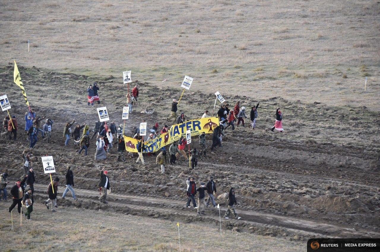 Dakota Access pipeline protesters clash with police