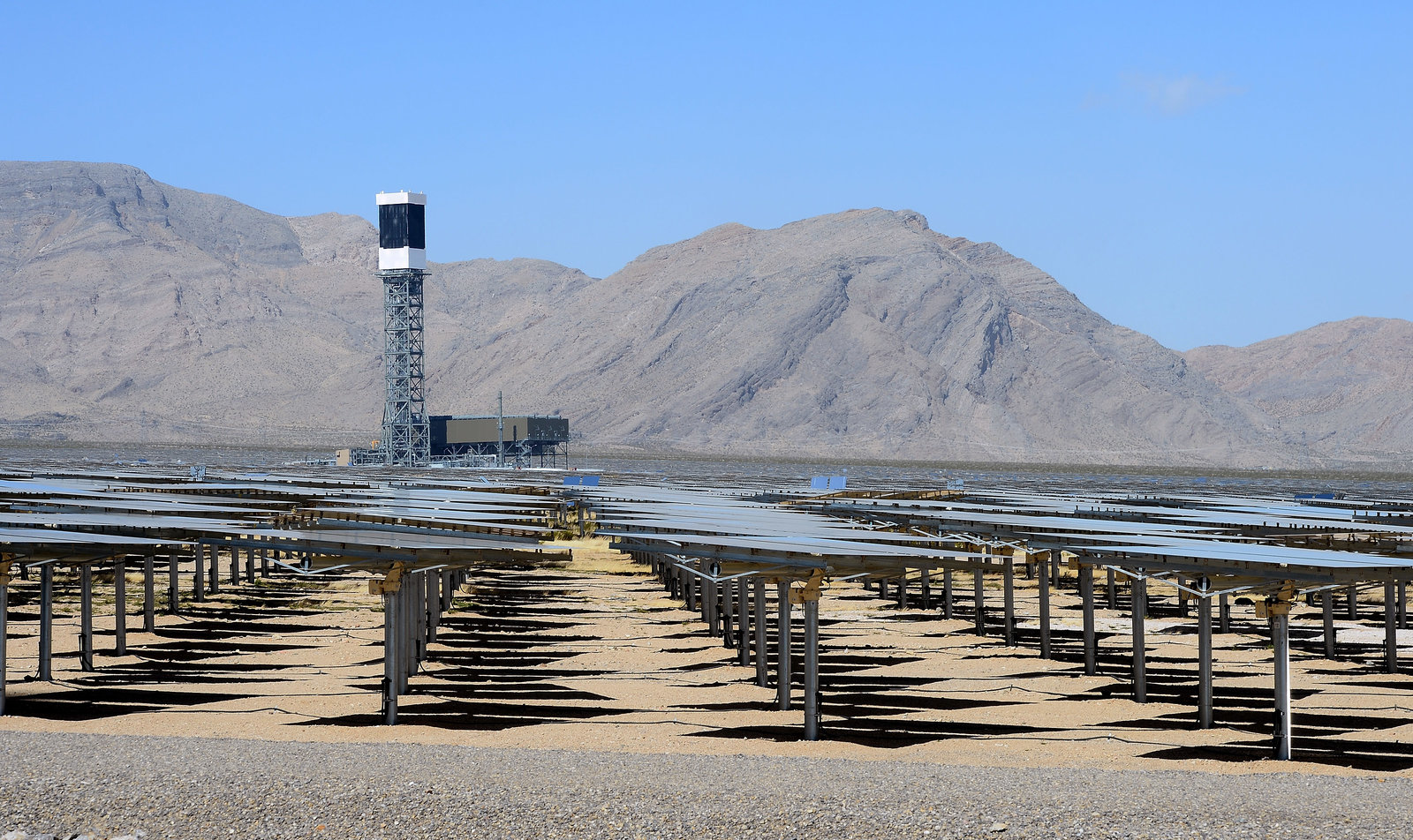 Massive California solar facility powers thousands of homes