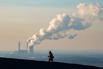 Can a carbon tax reduce emissions?