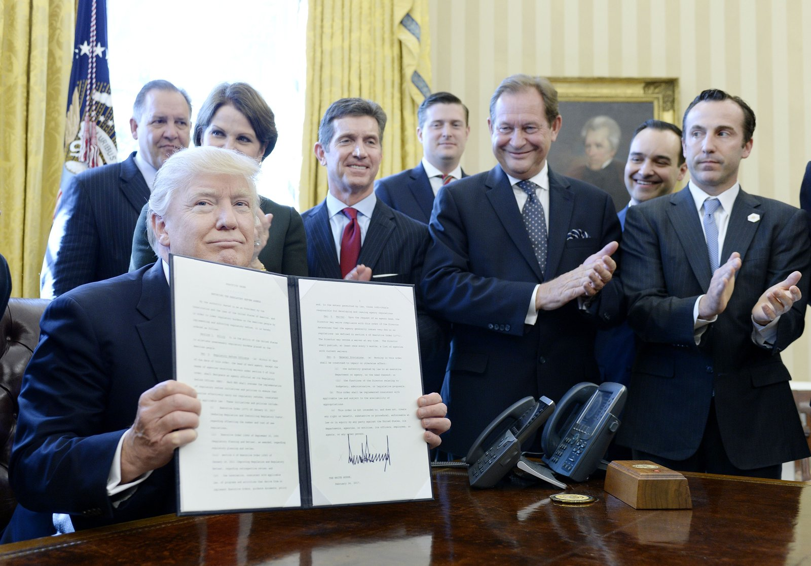Donald Trump signed an order to roll back federal regulations