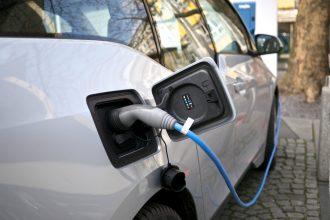 An electric BMW charging. Credit: Kārlis Dambrāns/CC-BY-2.0