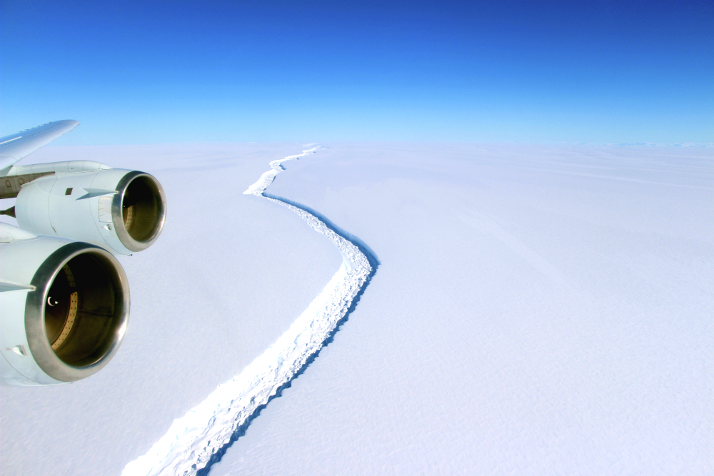 The crack in Larsen C Ice Shelf. Credit: NASA/John Sonntag