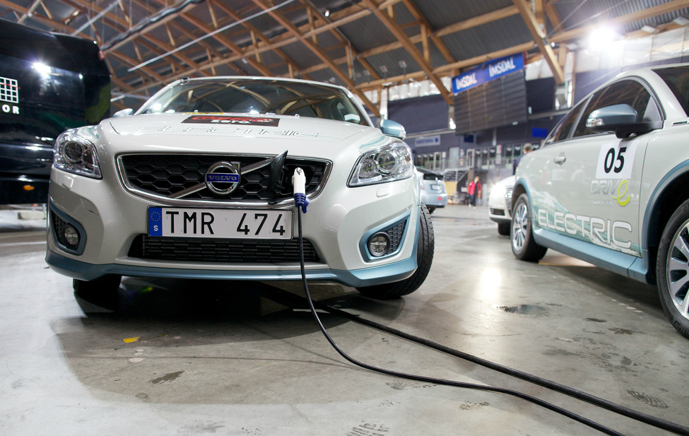 Volvo electric vehicles charge up. Credit: Zero Emission Resource Organization/CC-BY-2.0