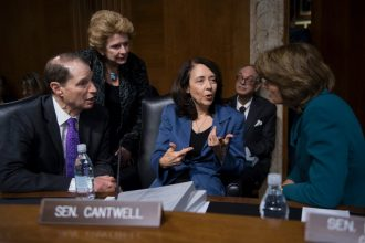 Sen. Maria Cantwell with Sens. Ron Wyden, Debbie Stabenow, and Lisa Murkowski
