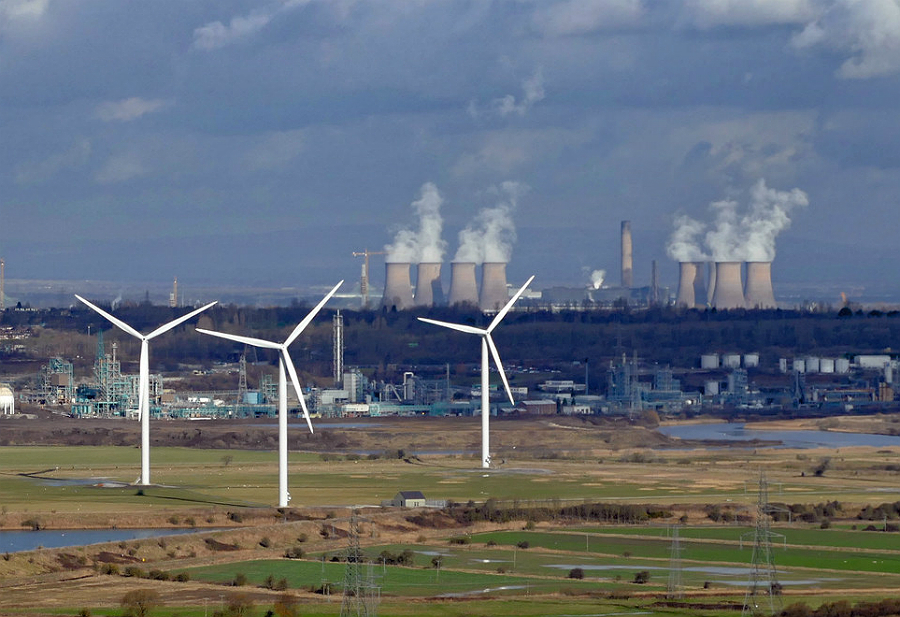 Wind and coal power. Credit: Andrew/CC-BY-2.0