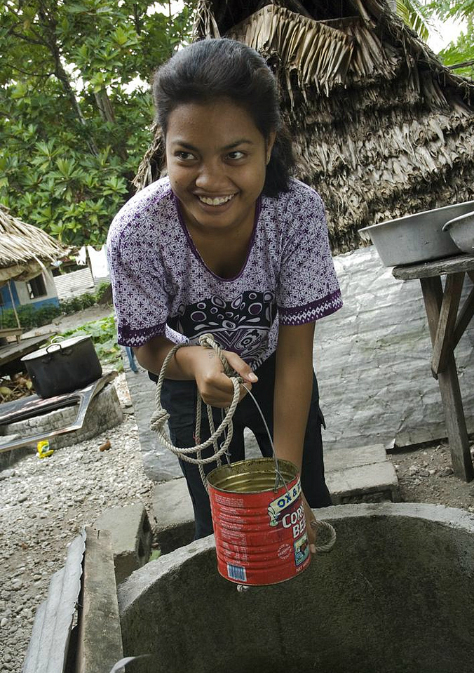 People living in Kiribati rely on freshwater wells, which can become contaminated by saltwater. Credit: Lorrie Graham/Australia Department of Foreign Affairs and Trade