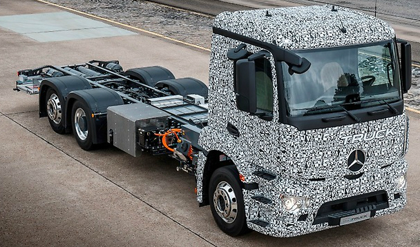 Mercedes-Benz's electric truck is powered by a battery pack with three lithium-ion battery modules that give it a range of up to 200 kilometers. Credit: Daimler
