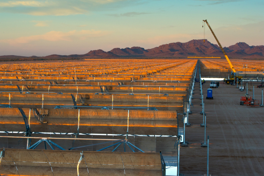 Abengoa's Solana solar thermal power plant in Gila Bend, Arizona, uses mirrors to concentrate the sun's rays and produce enough energy to power 71,000 homes. Credit: Department of Energy