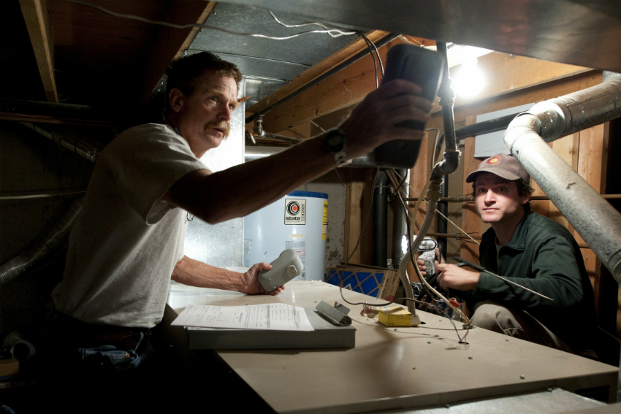 Energy auditors help homeowners find ways to weatherize their homes and reduce energy loss. Credit: U.S. Department of Energy