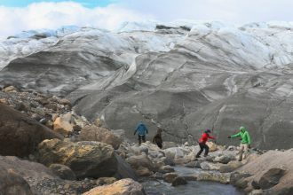 Scientists conduct studies on the Greenland Ice Sheet. Credit: Joe Raedle/Getty Images