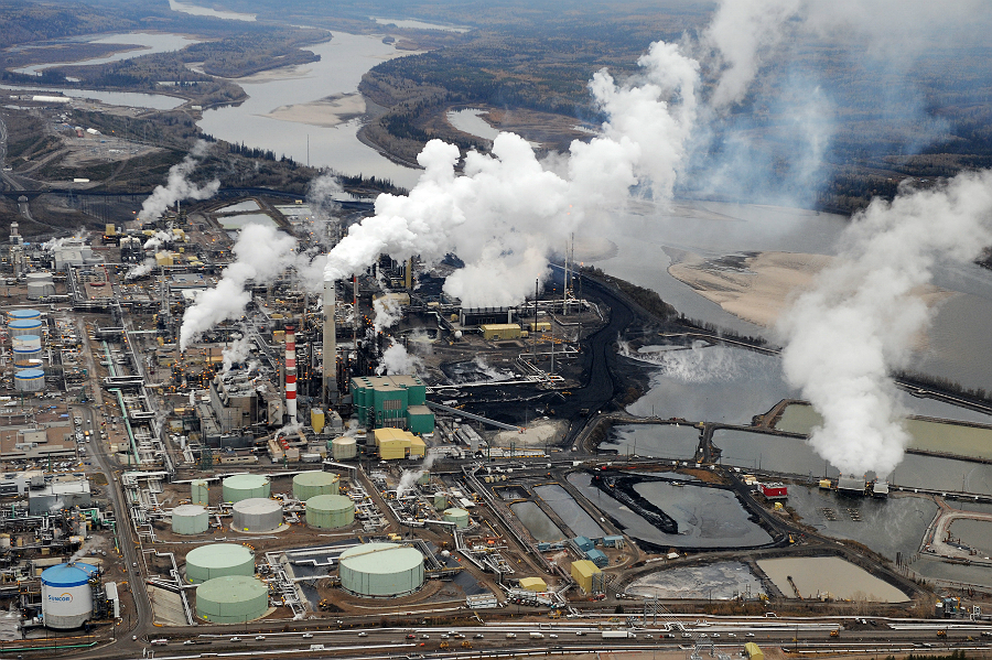 Tar sands production at Fort McMurray in Alberta. Credit: Mark Ralston/Getty Images