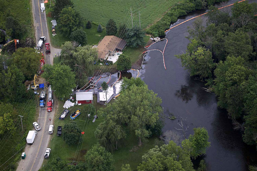Cleanup of the Enbridge pipeline Kalamazoo River oil spill in 2010. Credit: State of Michigan