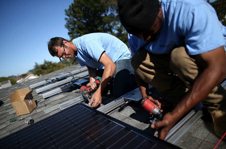 Installers add solar panels to a home in San Rafael, California. Credit: Justin Sullivan/Getty Images