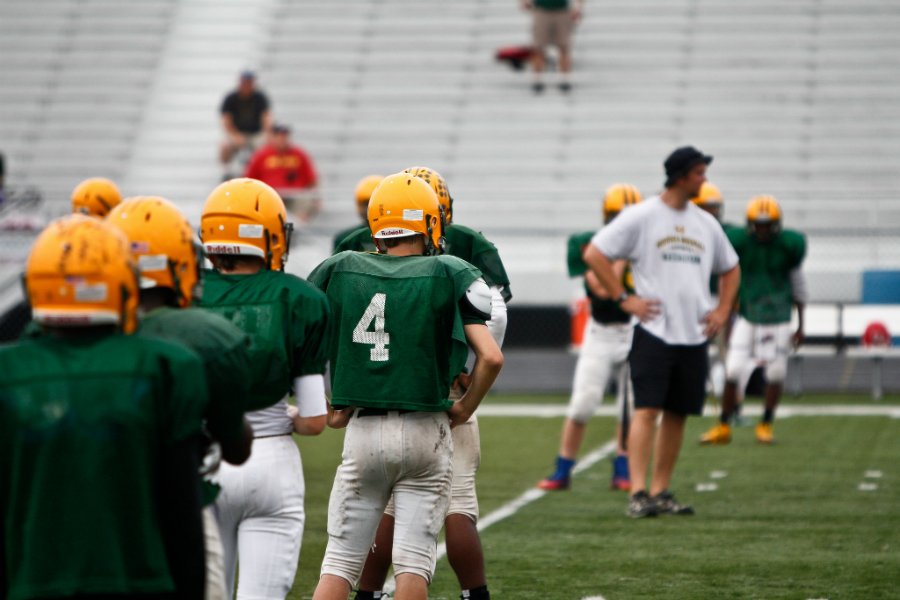 A high school footballs scrimmage. Credit: Phil Roeder/CC-BY-2.0