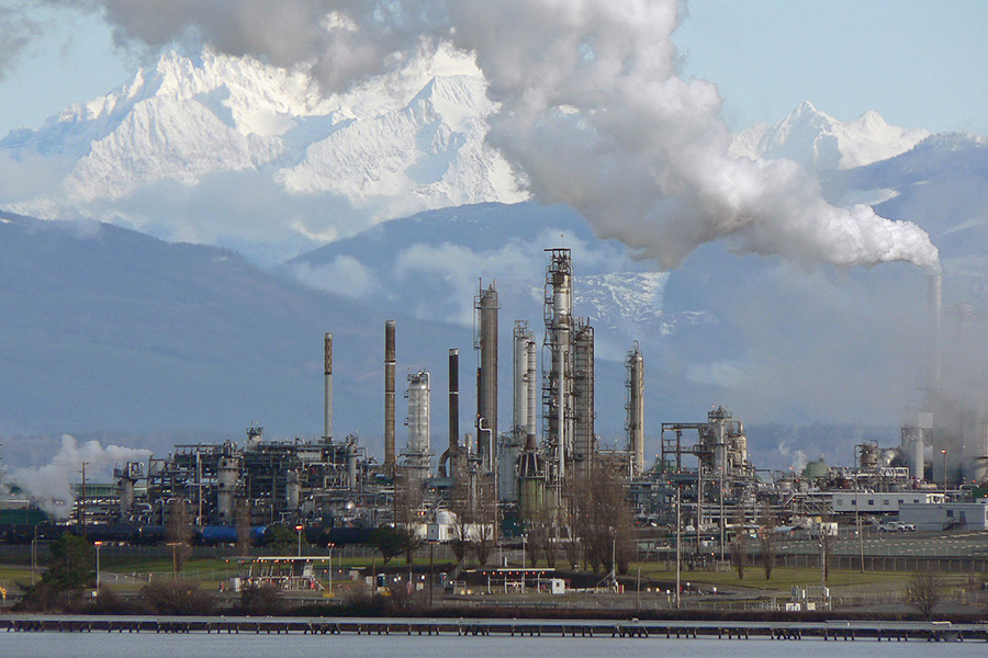 Anacortes Refinery in Washington, with Mount Baker in the background. Credit: Walter Siegmund/CC-SA-3.0