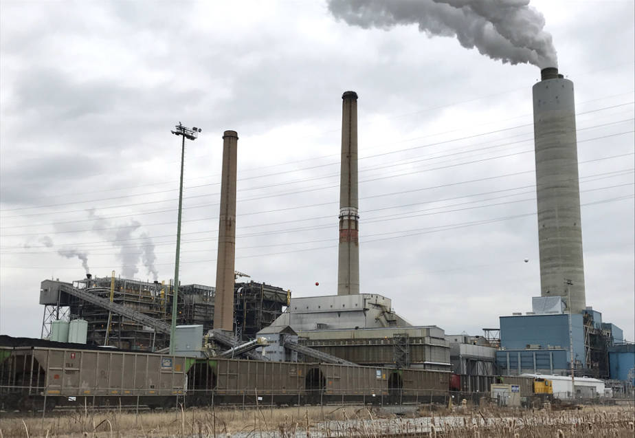 In 2014, nitrogen oxide emissions from the Brunner Island power plant in Pennsylvania were nearly double those of Connecticut's entire electric power industry. Credit: Marianne Lavelle/ICN
