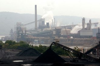 A coal-powered steel plant in Pennsylvania. Credit: Spencer Platt/Getty Images