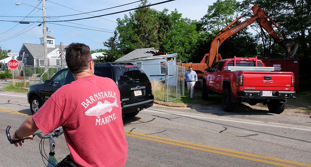 Matt Teague's teardown of his storm-damaged home drew a crowd. Credit: Meera Subramanian