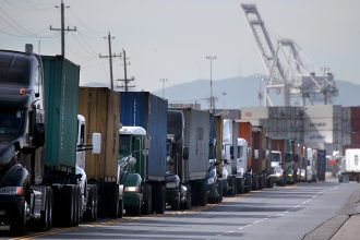 Trucks line up to enter a berth at the Port of Oakland. Credit: Justin Sullivan/Getty Images