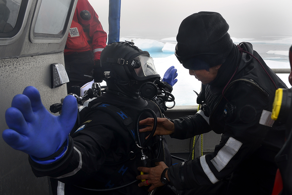The Coast Guard conducts dive operations in the Arctic. Credit: Petty Officer 2nd Class Meredith Manning/U.S. Coast Guard