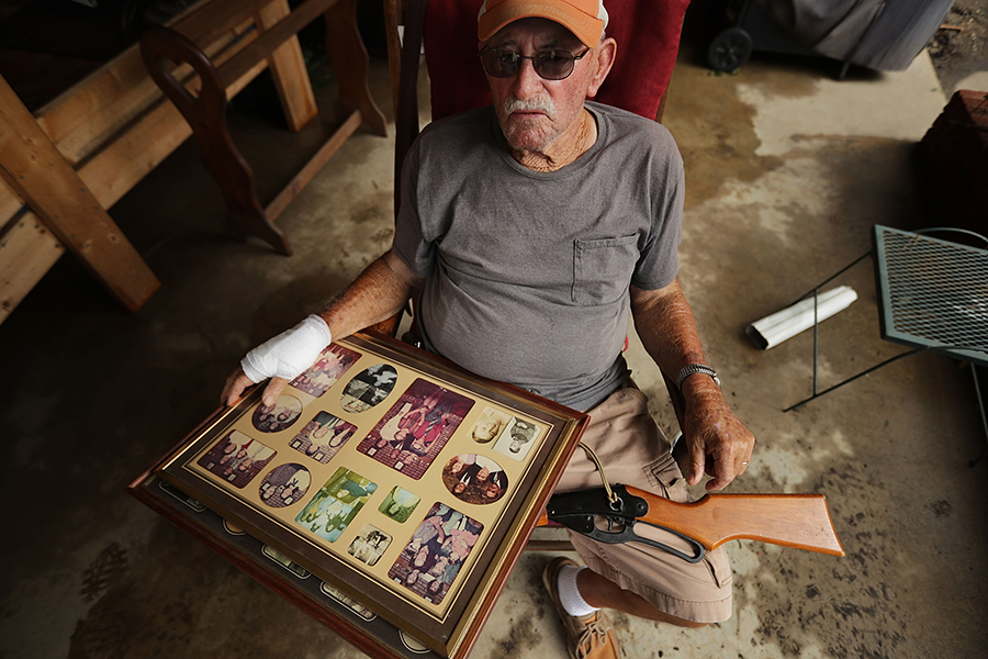 George Skinner salvages belongings from his Kinston, North Carolina, home, damaged by floodwater from the Nuese River during Hurricane Florence. Credit: Chip Somodevilla/Getty Images