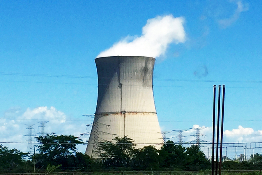 Davis-Besse Nuclear Power Station, one of Ohio's two nuclear power plants, has a history of safety issues. Credit: Gregory Varnum/CC-BY-SA-3.0