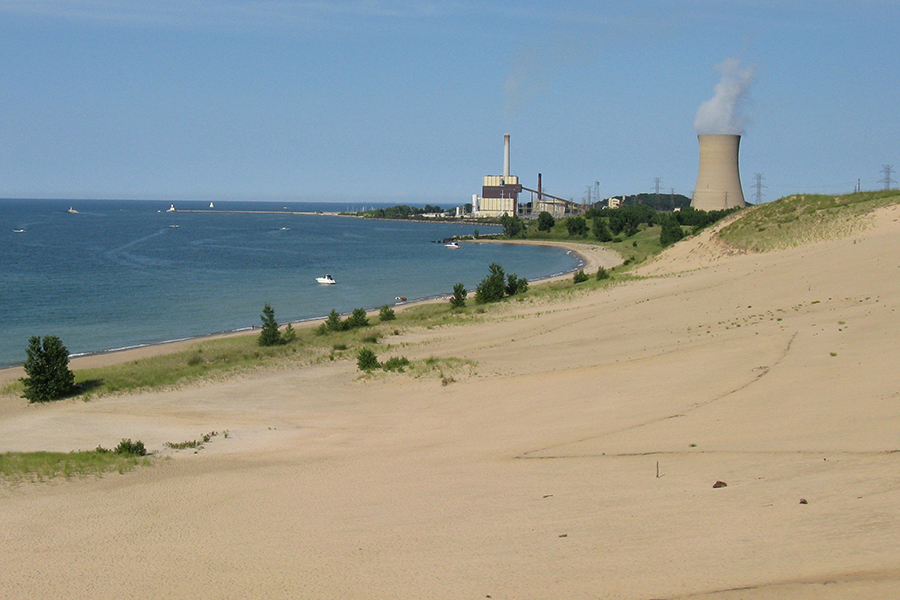 The Michigan City Generating Station, one of NIPSCO's coal-fired power plants, sits on the shore of Lake Michigan. Credit: Joe Passe/CC-BY-SA-2.0