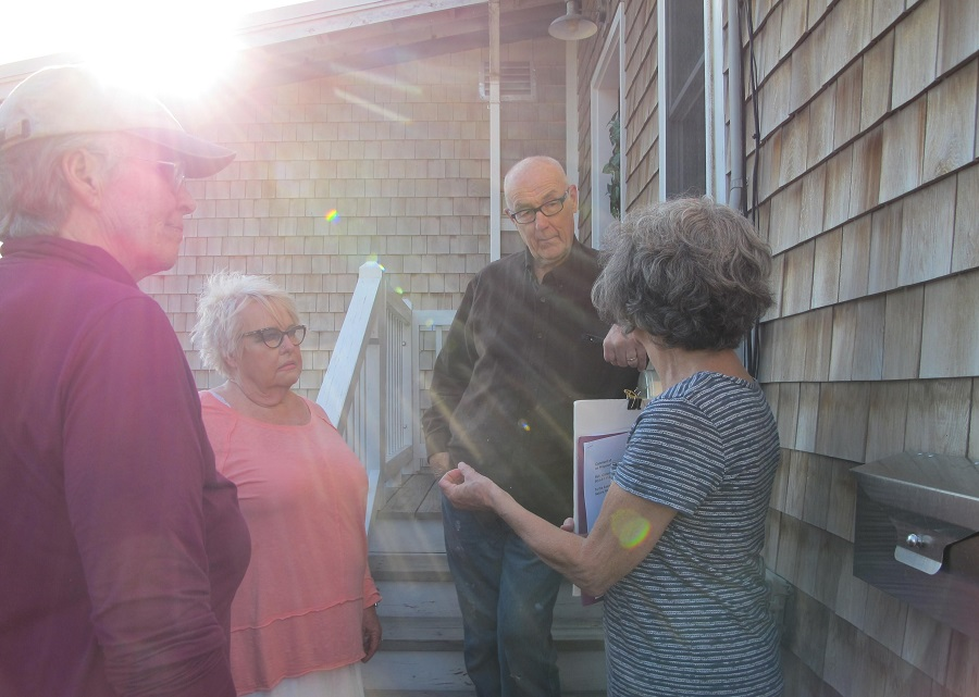Gail and Len Manning have lived in their home since 1994. Judy Kline (right) and Rachel Burger (left) filled them in on the EPA consent decree. Credit: Sabrina Shankman