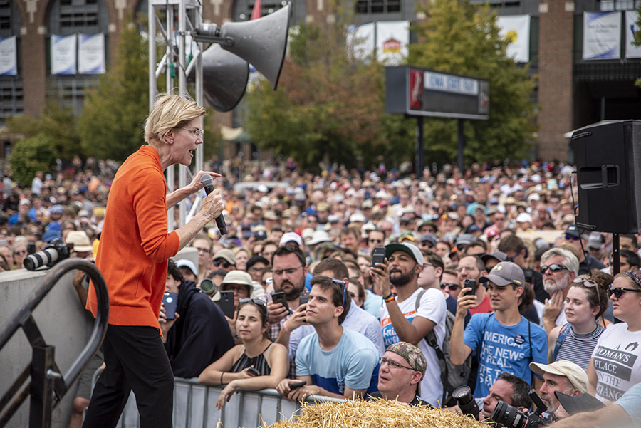 Elizabeth Warren gives a speech at the Iowa State Fair. Credit: Sergio Flores/Getty Images