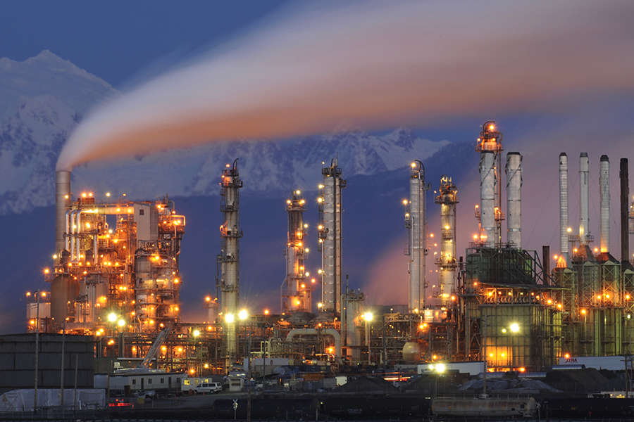 Oil refinery in Washington state. Credit: Kevin Schafer/Getty Images
