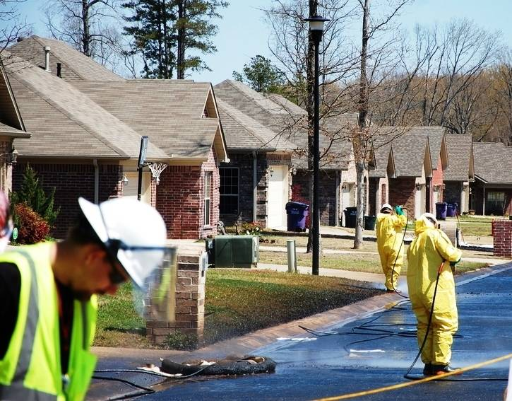 Crews clean up oil in Mayflower, Ark., after Exxon's Pegasus pipeline broke and leaked heavy crude in a subdivision on March 29, 2013. Credit: EPA