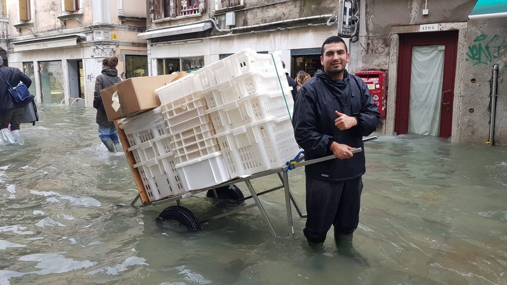 A Rizzo bakery employee delivers bread during the November 2019 floods in Venice. Credit: Nicola Rizzo