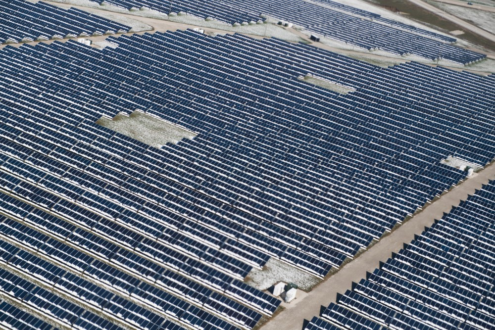 Solar panels are seen from the air on approach to Indianapolis International Airport on April 2, 2018. Credit: Tom Williams/CQ Roll Call