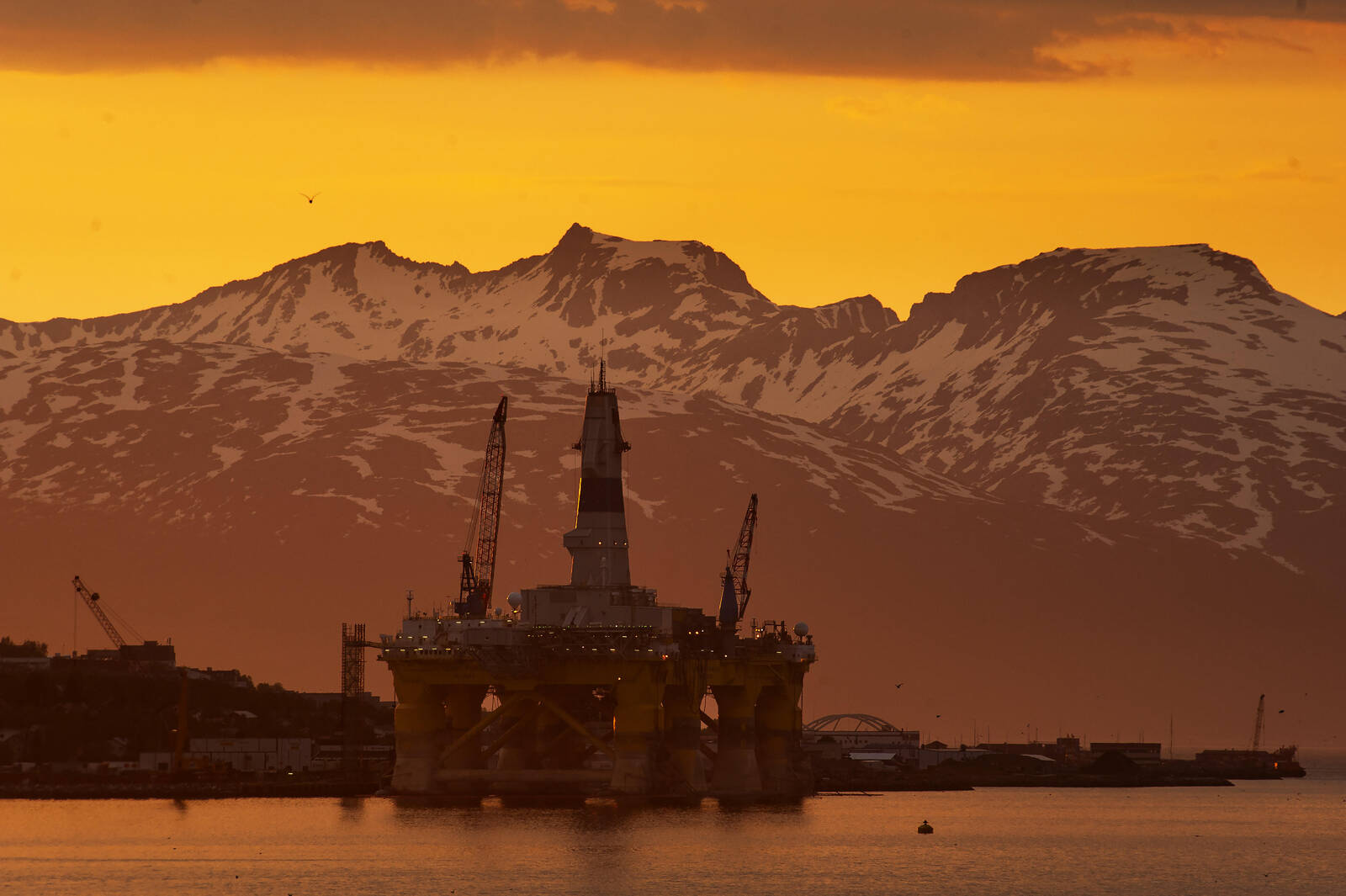 OIl rig in sunset. Credit: Michael Kodas/InsideClimate News