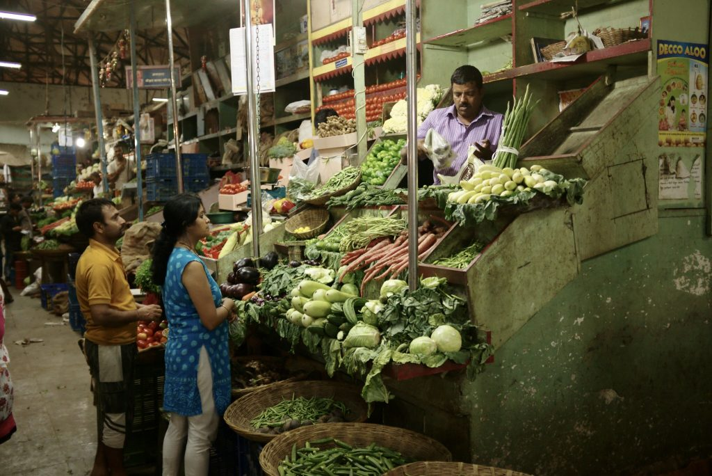 Patrons shop for groceries at a market in Mumbai, India. The United Nations aims to address global food security at its Food Systems Summit next year. Credit: Nicolas Vigier