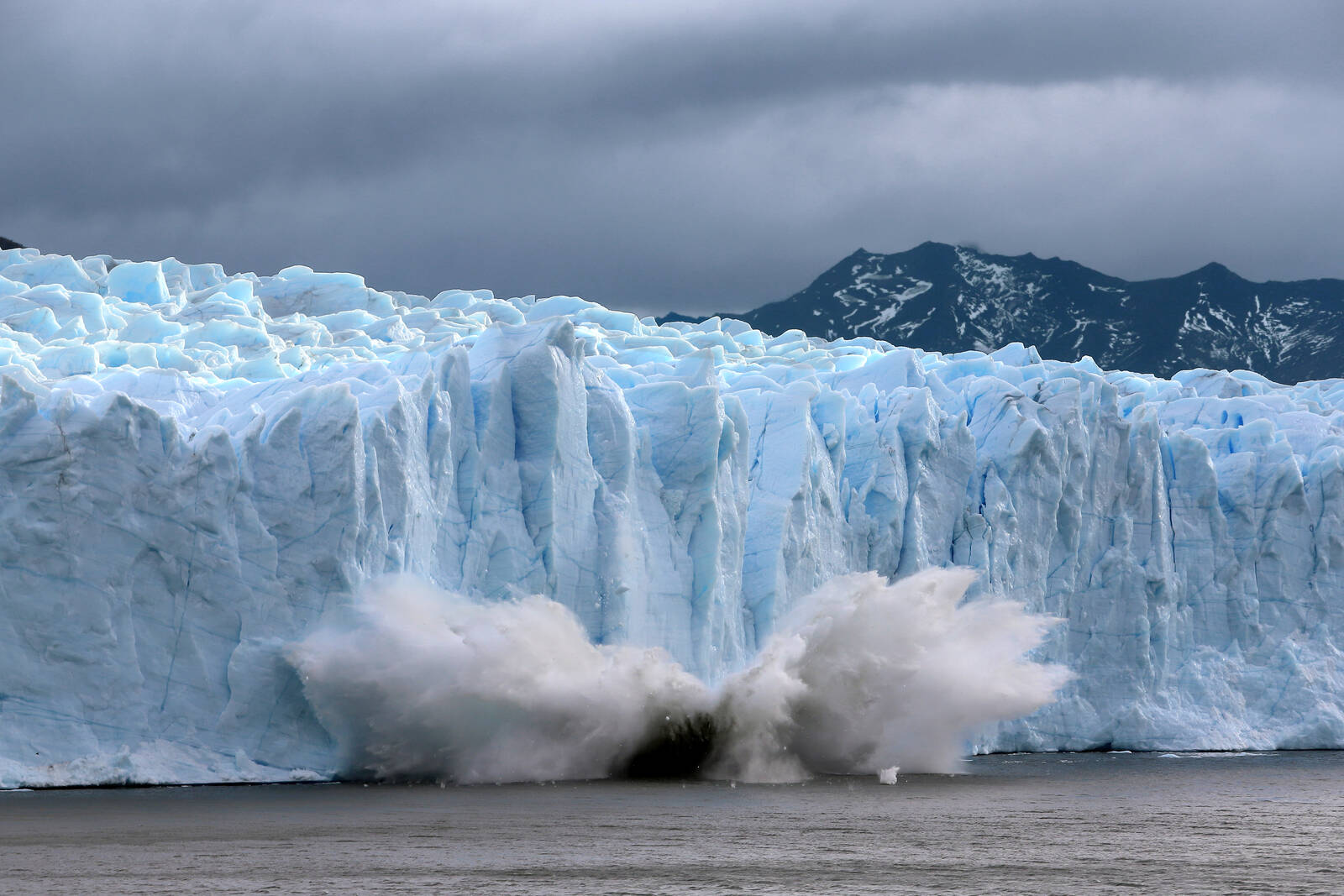 A piece of the Perito Moreno glacier, part of the Southern Patagonian Ice Field, breaks off and crashes into lake Argentina in the Los Glaciares National Park on April 5, 2019 in Santa Cruz province, Argentina. Credit: David Silverman/Getty Images