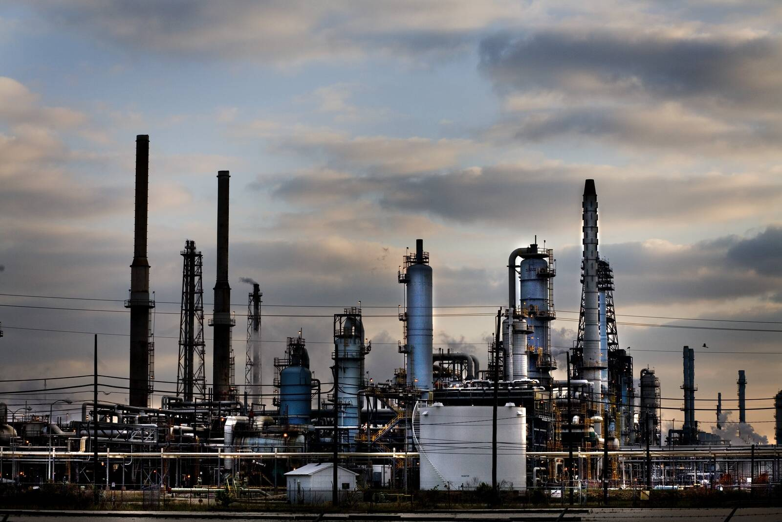 The Baytown Exxon gas refinery produces the more processed oil than any other facility in the United States on March 23, 2006 in Baytown, TX. (Photo by Benjamin Lowy/Reportage by Getty Images)