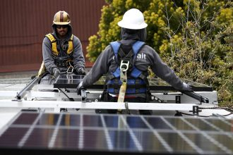 Luminalt solar installers install solar panels on the roof of a home on May 9, 2018 in San Francisco, California. Credit: Justin Sullivan/Getty Images