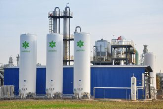 Linggas tanks have begun capturing and purifying waste nitrous oxide gas from the Henan Shenma Nylon Chemical Company in central China. Credit: Geng Xue, Linggas