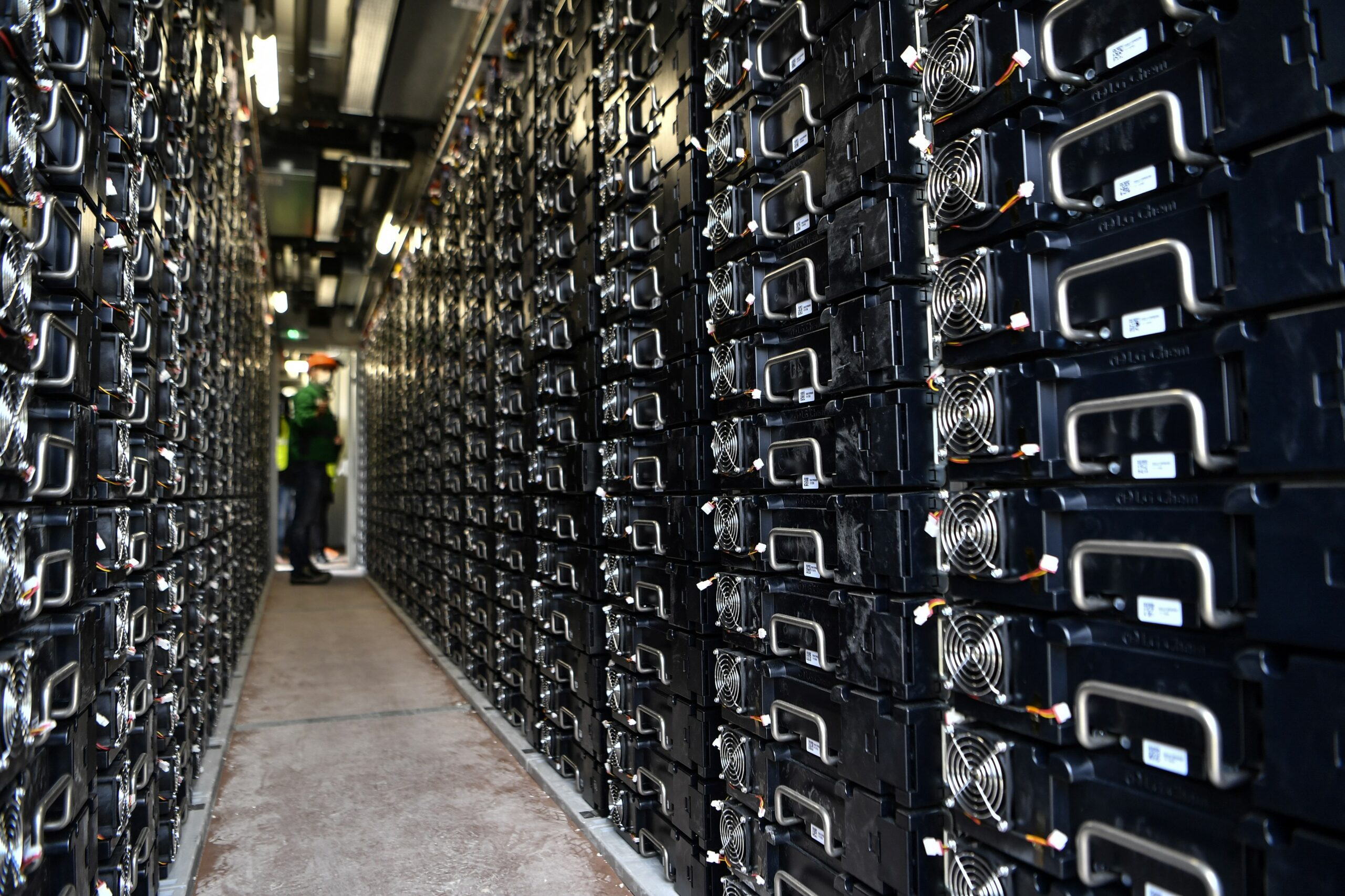 A worker controls batteries in an electricity storage container on Sept. 29, 2020 in Fontenelle near Dijon in France. Credit: Philippe Desmazes/AFP via Getty Images