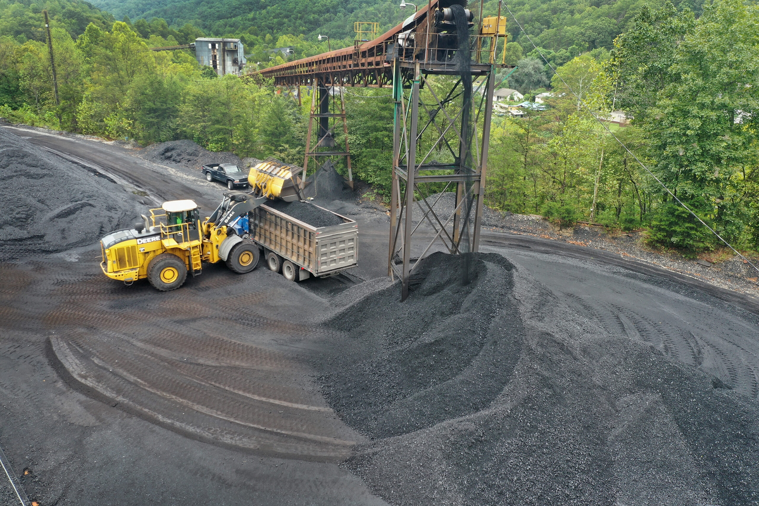 Coal is loaded onto a truck at a mine on Aug. 26, 2019 near Cumberland, Kentucky. Credit: Scott Olson/Getty Images