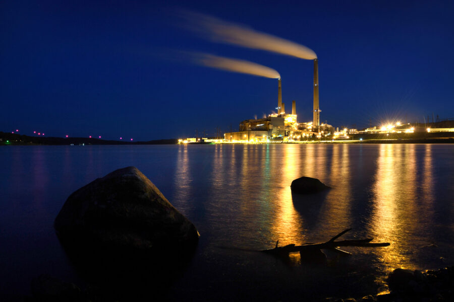 The Mount Storm coal fired power station sits on a man-made lake near Mount Storm, West Virginia. Credit: Michael S. Williamson/The Washington Post via Getty Images