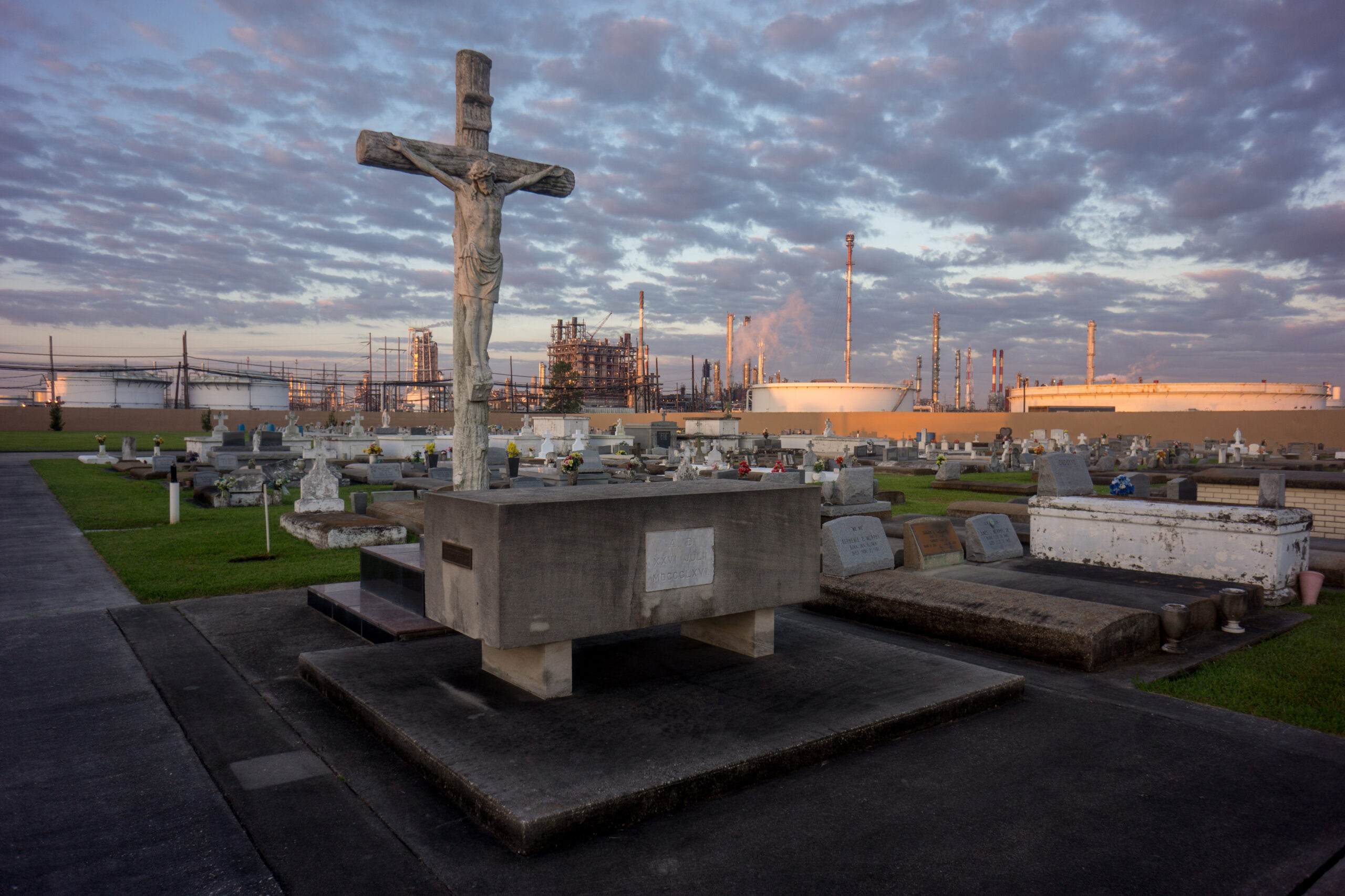 A cemetery stands in stark contrast to the chemical plants that surround it on Oct. 15, 2013. 'Cancer Alley' is one of the most polluted areas of the United States and lies along the once pristine Mississippi River that stretches some 80 miles from New Orleans to Baton Rouge, where a dense concentration of oil refineries, petrochemical plants, and other chemical industries reside alongside suburban homes. Credit: Giles Clarke/Getty Images
