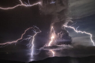 More lightning from storms in the warming north could spark more wildfires that release more carbon dioxide and devastate ecosystems, a new study found. Credit: Ezra Acayan/Getty Images
