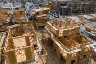Contractors work on single-family homes under construction in the Cadence Park development of The Great Park Neighborhoods in Irvine, California, on April 14, 2021. Credit: Bing Guan/Bloomberg via Getty Images