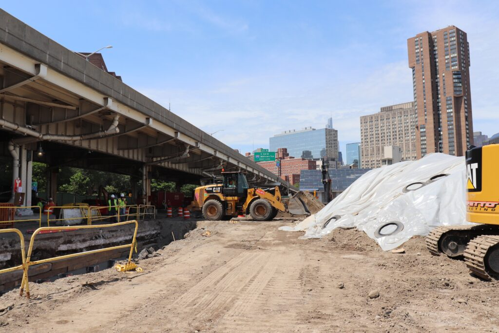 Perfetto Contracting Company, the construction company awarded the project the waterfront area from 14th St. to 25th St., installs a flood-wall at East 20th Street and Avenue C in Lower Manhattan. Credit: Brahmjot Kaur/Inside Climate News