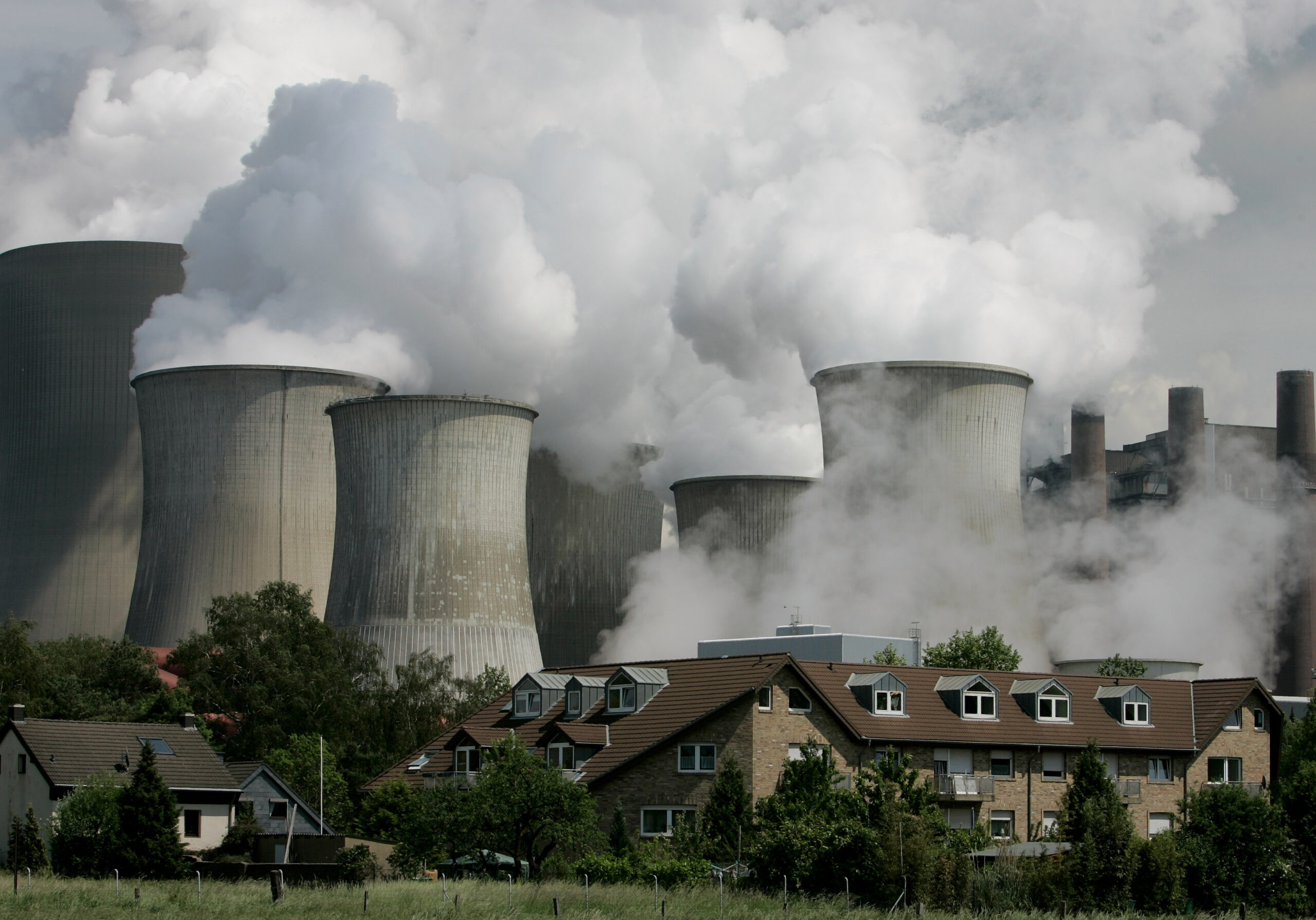 Exhaust rises from cooling towers at a coal-fired power station in Germany. Credit: Ralph Orlowski/Getty Images
